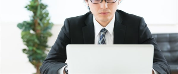 クレジットカード現金化比較サイトの運営者情報に注目